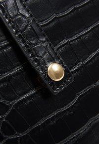 Pieces - PCMELON MINI SHOPPER - Across body bag - black/gold - 5