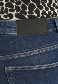JUNAROSE - by VERO MODA - JRFIVEABENNA - Jeans Skinny Fit - medium blue denim - 4