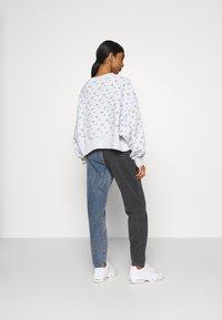 Nike Sportswear - CREW - Sweatshirt - pure platinum - 2