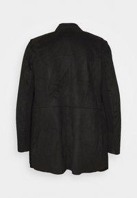 CAPSULE by Simply Be - LONGLINE WATERFALL JACKET WITH PANEL SLEEVE - Short coat - black - 7