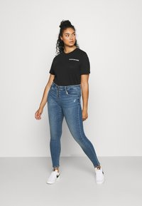 ONLY Carmakoma - CARSALLYLIFE - Jeans Skinny Fit - light blue denim - 1