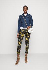Versace Jeans Couture - LADY JACKET - Kurtka jeansowa - indigo - 1