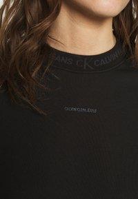 Calvin Klein Jeans - LOGO TRIM CREW NECK  - Sweatshirt - black - 5