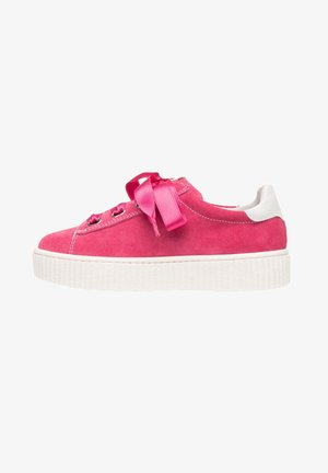 Trainers - fragola