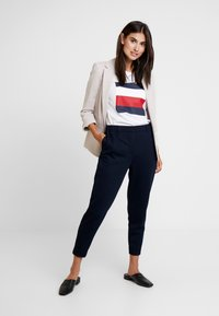 Tommy Hilfiger - ROSHA PULL ON CROPPED PANT - Tracksuit bottoms - blue - 2