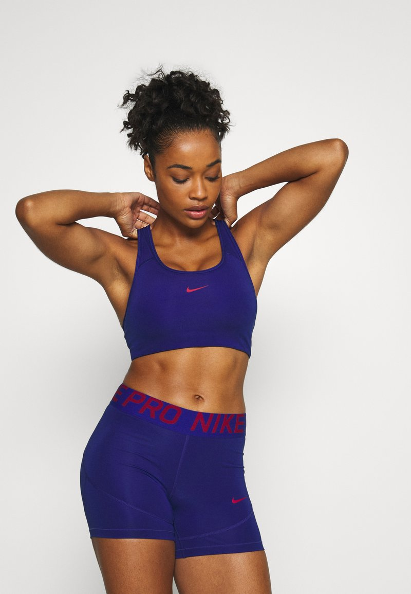 Nike Performance - BRA  - Sujetadores deportivos con sujeción media - deep royal blue/noble red
