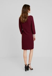 Esprit Collection - STRUCTURED - Strickkleid - garnet red - 2
