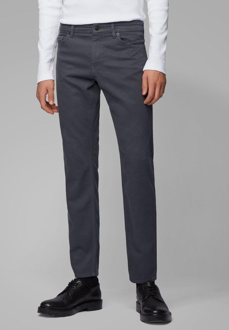 BOSS - MAINE - Straight leg jeans - grey