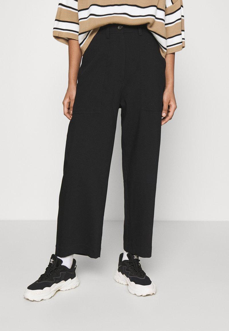 Weekday - JINA TROUSER - Trousers - black dark