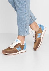 New Balance - UL720 - Zapatillas - brown - 0