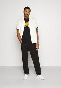 Nike SB - TEE LOGO UNISEX - Print T-shirt - black - 1