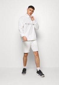 Topman - WINDOWPANE - Spodnie treningowe - white - 1