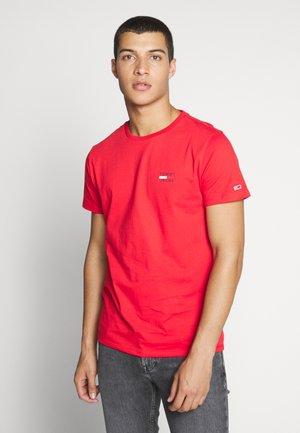 CHEST LOGO TEE - Print T-shirt - racing red
