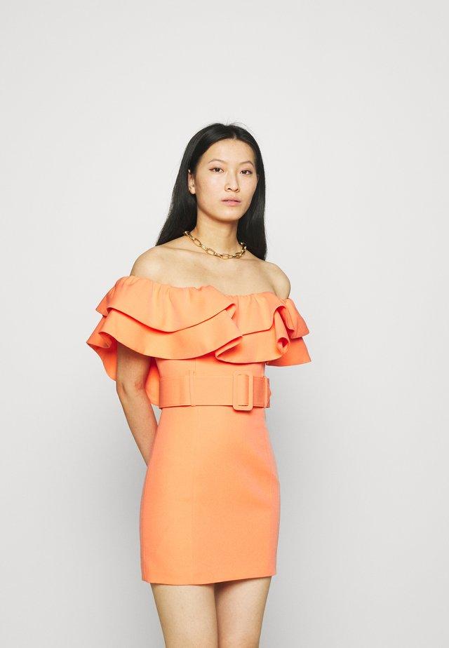 THE LUMINOUS DRESS - Cocktailklänning - peach