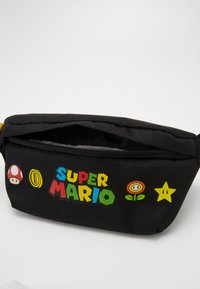 Levi's® - SUPER MARIO BANANA SLING - Sac banane - regular black - 3