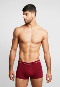Calvin Klein Underwear - STRETCH LOW RISE TRUNK 3 PACK - Culotte - dark blue/dark red/mottled dark grey - 0