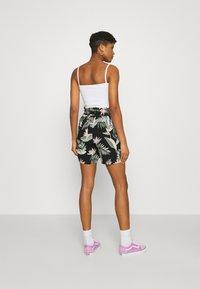 Vero Moda - Shorts - black - 2