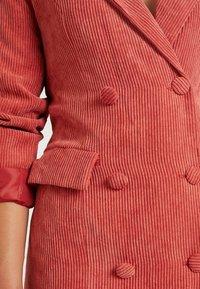 Missguided Petite - BUTTONED BLAZER DRESS - Denní šaty - coral - 6