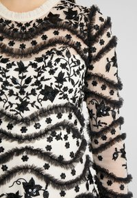 Needle & Thread - RUFFLE BLOOM - Festklänning - champagne/graphite - 6