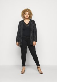 Pieces Curve - PCDELLY - Jeans Skinny Fit - black - 1