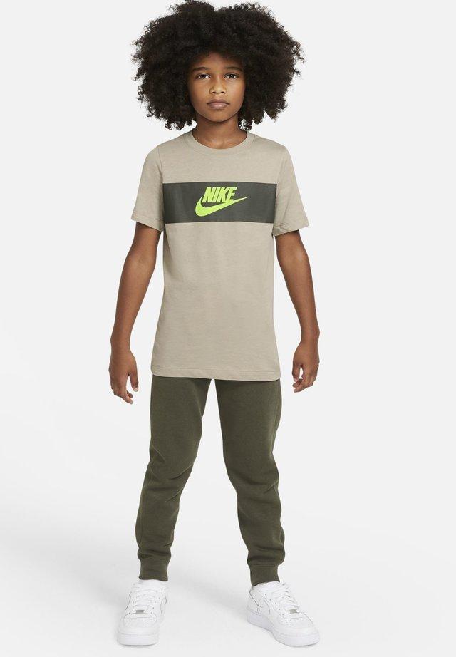 TEE CHEST PANEL - Print T-shirt - stone