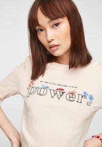 s.Oliver - Print T-shirt - light blush power print - 3