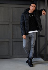 Only & Sons - ONSPAUL QUILTED HOOD JACKET - Light jacket - black - 3