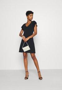 Forever New - VANESSA FLUTTER SLEEVE DRESS - Žerzejové šaty - black - 1