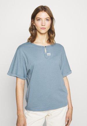 JOOSAR WMN - Basic T-shirt - dark laundry blue