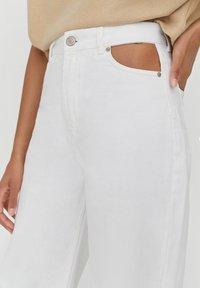 PULL&BEAR - Straight leg jeans - white - 3