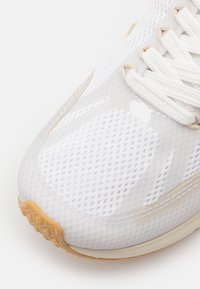 Veja - CONDOR 2 - Neutral running shoes - white/pierre - 5