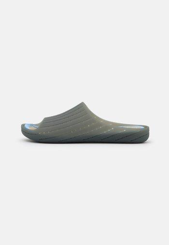 WABI - Pool slides - medium gray