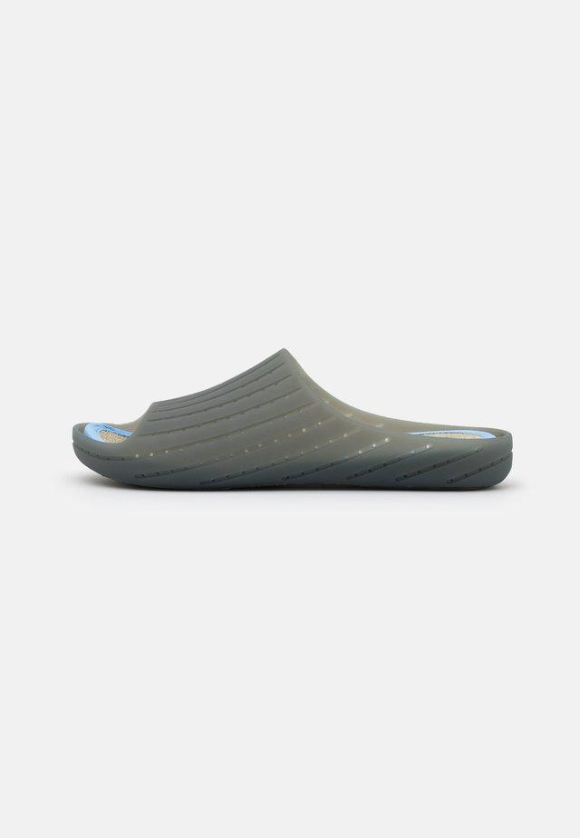 WABI - Badesandaler - medium gray