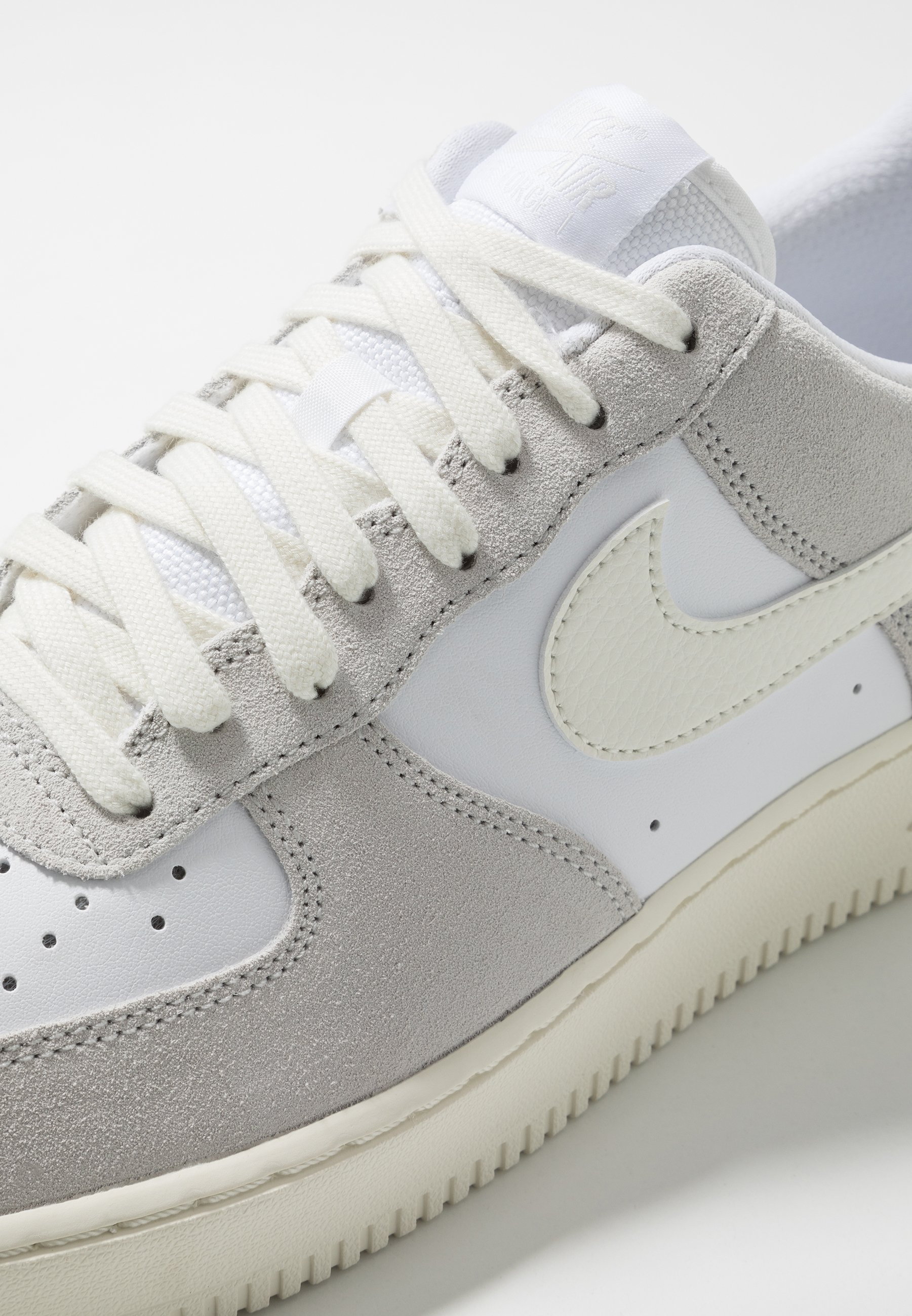 nike air force 1 platinum white wildleder