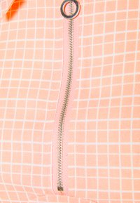 Glamorous - SEERSUCKER CROP TOP WITH COLLAR AND SLEEVES - T-shirts med print - peach grid - 2