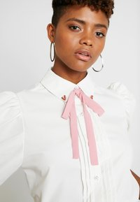 Sister Jane - OLYMPIC HEART PUFF SLEEVE BLOUSE - Button-down blouse - white - 5