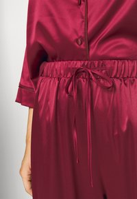 Playful Promises - LONG WITH CONTRAST PIPING - Pyjama set - wine - 6