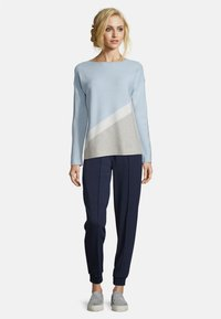Betty & Co - MIT COLOR BLOCKING - Jumper - blue/silver - 1