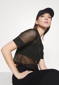 Fila - NIVEO CROPPED - Print T-shirt - black - 3