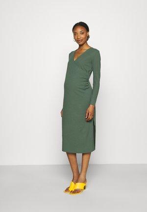 DRESS MOM MIA - Jerseyklänning - dusty green