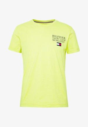 YACHT CLUB TEE - Print T-shirt - green