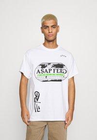 Mennace - A$AP FERG WORLDWIDE - Print T-shirt - white - 0