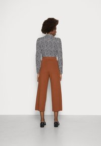 TOM TAILOR DENIM - COZY CULOTTE - Trousers - amber brown - 2
