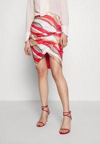 Elisabetta Franchi - Falda de tubo - pempelmo/cammello - 0
