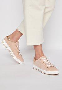 Gabor Comfort - Sneakers laag - rosa/rame - 0
