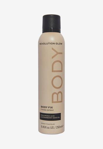 REVOLUTION BODY PERFECTING FIXING SPRAY - Setting spray & powder - -
