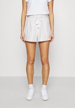 TASSEL SHORTS - Shorts - white