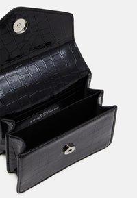 Becksöndergaard - SOLID KELLIY BAG - Handbag - black - 2