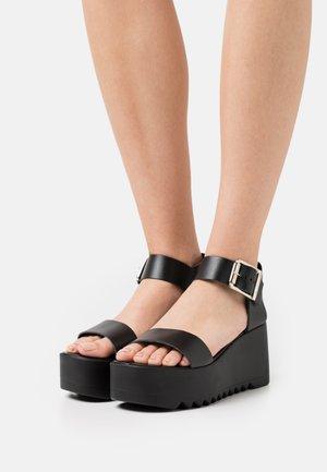 LAKE - Korkeakorkoiset sandaalit - black