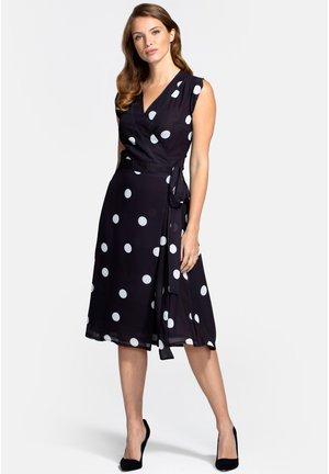SLEEVE WRAP  - Denní šaty - white polka dots on black
